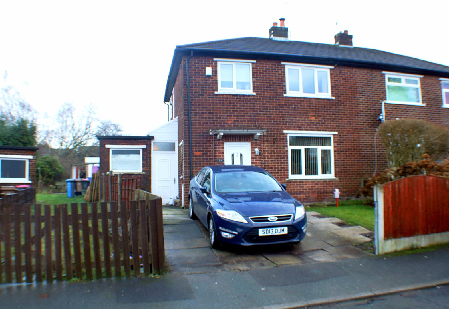 3 Bedrooms Semi Detached House for sale in Cypress Road, Eccles, Manchester